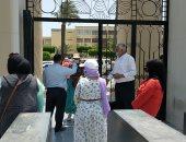 جامعة عين شمس تستقبل الطلاب المتقدمين للإقامة بالمدن الجامعية للتطعيم بلقاح كورونا