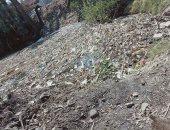 الوحدة المحلية بالبلينا ترفع القمامة من قرية الحرجة بعد شكوى مواطن.. صور