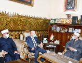 وزير الأوقاف يلتقى مستشار رئيس فلسطين.. ويؤكد: القدس فى قلب وعقل كل مسلم