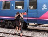 تحول عربة قطار لكافيه يستقطب هواة صور السيلفى بكمبوديا