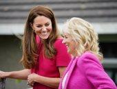 سيدات الموضة.. الملكة وزوجات قادة مجموعة السبع بفساتين وردية وزهرية .. ألبوم صور