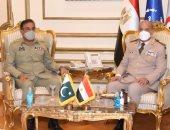 وزير الدفاع يلتقى رئيس هيئة الأركان المشتركة الباكستانية خلال زيارته لمصر ..صور