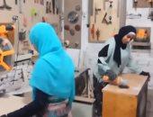 مروة ورحمة فتاتان تقهران المستحيل وأنشأن أول ورشة نجارة في أسيوط.. فيديو