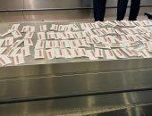 جمارك المطار تضبط راكبا حاول تهريب 100 دباسة معدة
