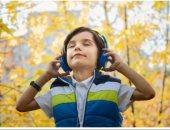 امنع طفلك من استخدام سماعات الرأس.. تصيبه بفقدان السمع والخرف