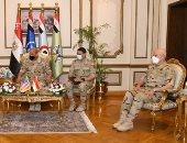 وزير الدفاع  يلتقى قائد القيادة المركزية الأمريكية لبحث سبل التعاون المشترك