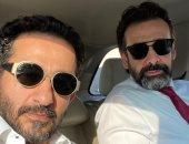 أحمد حلمى يطلب تعليقا على صورة مع كريم عبد العزيز.. ومنى زكى: أفضل 2 من أصدقائى