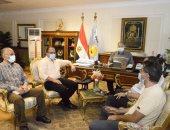 محافظ أسيوط يلتقى وفد مجلس الوزراء وشباب حياة كريمة لمتابعة تنفيذ المشروعات