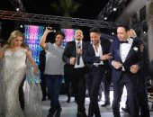 نجوم الغناء يشاركون مصطفى قمر احتفاله بزفاف ابنه إياد × 12 صورة