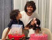 """بصورة مع التورتة.. الننى يحتفل بعيد ميلاد أبنائه: """"أتمنى أن أراكما بأفضل حياة"""""""