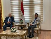 وزير الرياضة يستقبل نظيره الفلسطينى بمطار القاهرة