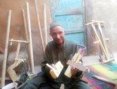 """كيف تصنع """"الضبة والمفتاح"""" وحكاية عم عبد الله آخر نجار بلدى بالوادى الجديد.. فيديو"""