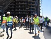 وزير الإسكان يتفقد أعمال تشطيب واجهات 15 برجا شاطئيا بالعلمين الجديدة