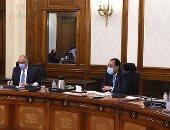 رئيس الوزراء يستعرض مع محافظ البنك المركزى مبادرات دعم القطاعات الاقتصادية