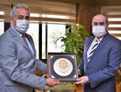 """وزير الطيران المدنى يهنئ """"حسن شحاته"""" لتوليه منصب الأمين العام لإتحاد نقابات عمال مصر"""