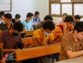 طلاب الثانوية العامة يبدأون الامتحان التجريبى الثالث على البابل شيت والتابلت