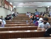 بالكمامة والتباعد.. طلاب آثار القاهرة يواصلون امتحانات نهاية العام الجامعى..لايف