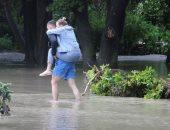 تماسيح وسيارات عائمة ومنازل غارقة.. فيضانات غير مسبوقة فى القرم الروسية