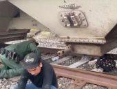 فيديو.. الشرطة الأمريكية تعثر على مهاجرين داخل حاوية غلال
