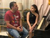 الموهوبة الصغيرة.. عمرها 8 سنوات وتعزف ألحان عمر خيرت على البيانو