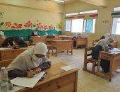طلاب القسم العلمى يؤدون اليوم امتحان مادة الاستاتيكا بالثانوية الأزهرية