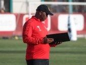 موسيماني يكلف لاعبى الأهلي بمشاهدة مباريات كايزر تشيفز فى طائرة المغرب