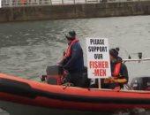 أيرلنديون يحتجون بالقوارب ضد قرارات بريطانيا المؤثرة على الصيد.. فيديو وصور