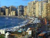 فسحة تشرح القلب.. عودة الحياة لشواطئ الإسكندرية