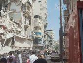 إنقاذ 4 أشخاص والبحث عن 2 آخرين فى انهيار عقار بالإسكندرية.. لايف وصور