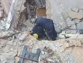 مصرع مسنة وحفيدها إثر انهيار سقف منزل ببنها.. والنيابة تصرح بدفن الجثتين