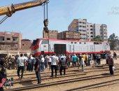 رفع قطار طنطا - القاهرة بعد خروجه عن القضبان بمحطة منوف.. لايف وصور
