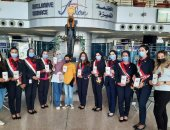 الطيران المدني يحتفل بذكرى ثورة 30 يونيو مع المسافرين بمطار القاهرة.. صور
