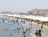شاطئ بورسعيد كامل العدد.. اعرف إزاى تقضى يومك بأقل التكاليف.. فيديو وصور
