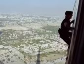 أخطر مشاهد نفذها توم كروز..قفز من الطائرة وتسلق برج خليفة..عيد ميلاده الـ59