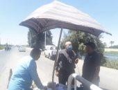 تنفيذ أعمال صيانة ونظافة وتمهيد الطرق والميادين بحى شمال المنيا
