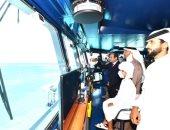 قائد القوات البحرية يقدم هدية رمزية الرئيس السيسي بمناسبة افتتاح قاعدة 3 يوليو
