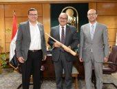 رئيس جامعة أسيوط يعلن إنشاء مركز جديد للذكاء الاصطناعى وإضافة تخصص الهندسة الطبية