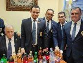 ضبط مضيف طيران بمطار شرم الشيخ حاول تهريب خمور داخل زجاجات عصائر