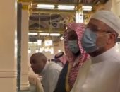 وزير الأوقاف يمدح الرسول خلال زيارته الروضة الشريفة فى المسجد النبوى.. فيديو