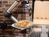 روبوتات تصنع البيتزا أمام الجمهور فى باريس.. ألبوم صور