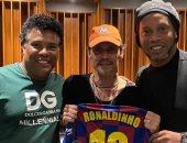 رونالدينو ينتقل لعالم الغناء بلقاء مارك أنتونى في جلسة استماع موسيقية.. صور