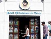 صحيفة فنزويلية: إنشاء كنيسة مارادونا بالمكسيك بها عشب صناعى وأشكال كروية