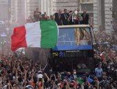 منتخب إيطاليا يحتفل بلقب يورو 2020 مع الجماهير فى شوارع روما.. فيديو وصور