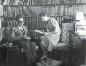 100 صورة عالمية.. طه حسين وزوجته سوزان فى المكتبة