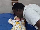 شاب نوبى يحتفل بمولوده الأول من زوجته الفرنسية فى أسوان