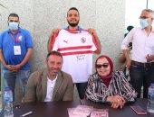حازم إمام يوقع على تيشرت نادى الزمالك بمعرض الكتاب.. صور وفيديو
