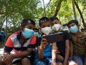 في سريلانكا.. الأطفال يطلبون العلم ولو على مرتفعات الشجر.. ألبوم الصور