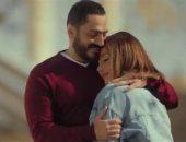 """حلا شيحة تتبرأ من كليب """"بحبك"""" وتامر حسنى يقصف جبهتها (فيديو)"""