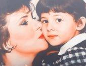 """دنيا سمير غانم تمنح والدتها """"بوسة"""" فى طفولتها: ربنا يشفيكى يا مامى يا حبيبتى"""