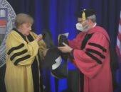 ميركل تتعرض لموقف طريف خلال حصولها على الدكتوراه من جامعة أمريكية.. فيديو